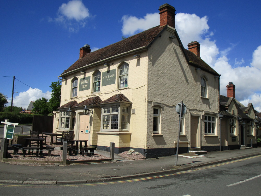 Brownshill Green dog-friendly pub and walk Coventry, West Midlands - Dog walks in the West Midlands