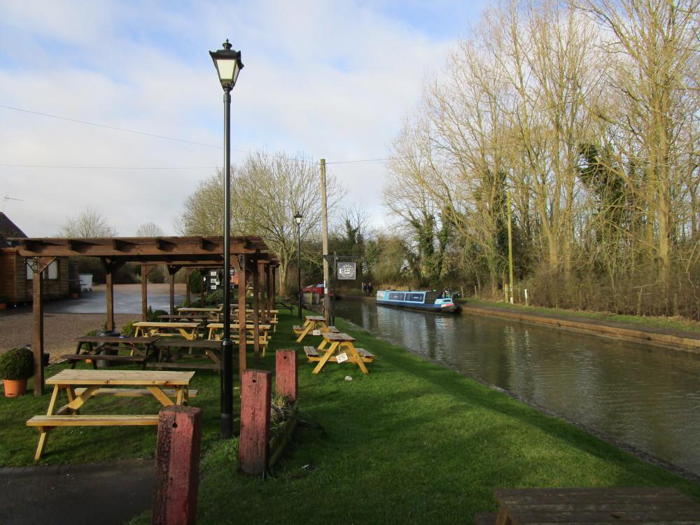 A426 near Leamington dog-friendly pub and dog walk, Warwickshire - Dog walks in Warwickshire