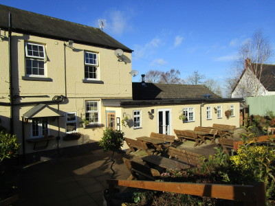 M1 Junction 18 dog-friendly pub and dog walk, Warwickshire - Driving with Dogs
