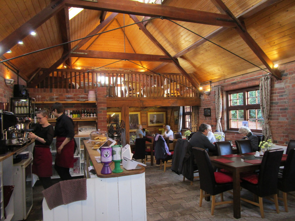 A3400 dog-friendly cafe and dog walk, Warwickshire - Dog walks in Warwickshire