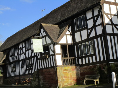 A448 dog-friendly pub with dog walk, Worcestershire - Driving with Dogs