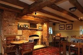 The Golden Retriever dog-friendly pub, Berkshire - Driving with Dogs