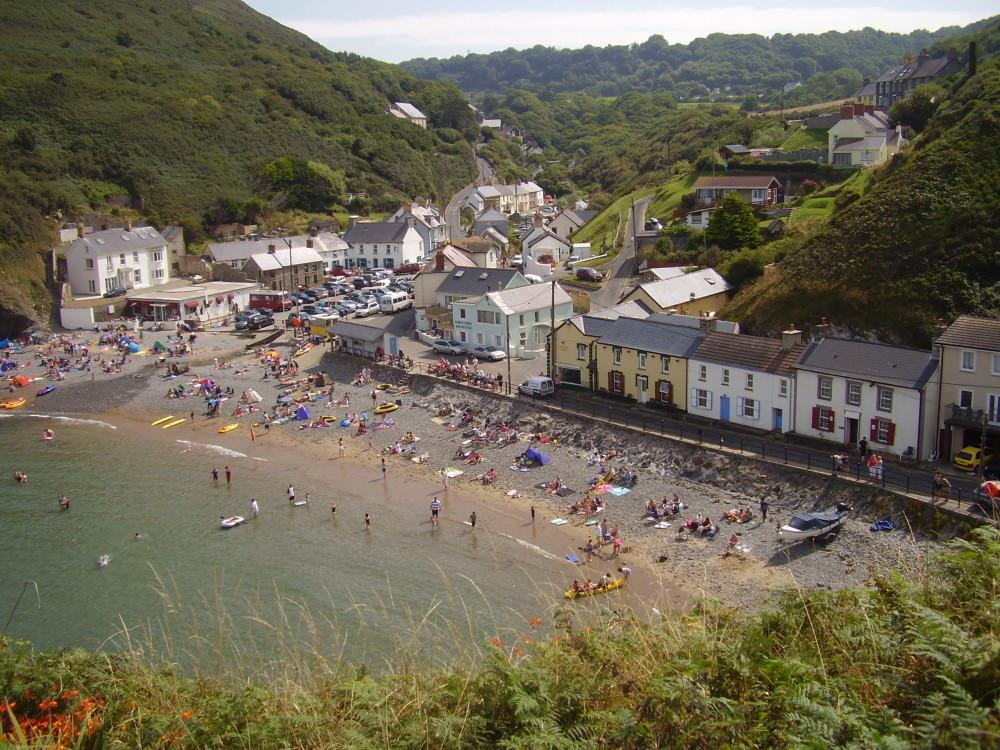 Coastal dog walk with dog-friendly pub stop, Wales - Mid-Wales dog walk, beach, and dog-friendly pub