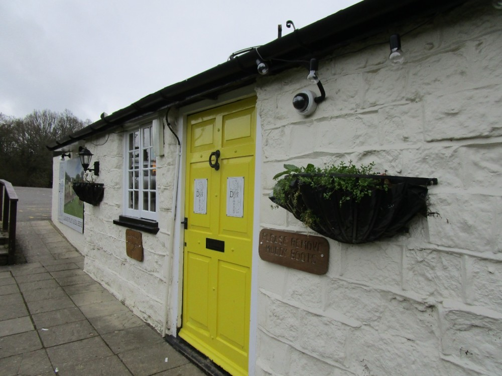 M23 Junction 9 dog-friendly pub and dog walk, Surrey - Surrey dog-friendly pub and dog walks.JPG