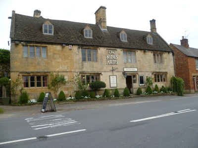 A44 dog walk to Hidcote and dog-friendly pub, Gloucestershire - Driving with Dogs