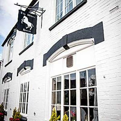Dog-friendly pub near Crewkerne, Somerset - Driving with Dogs