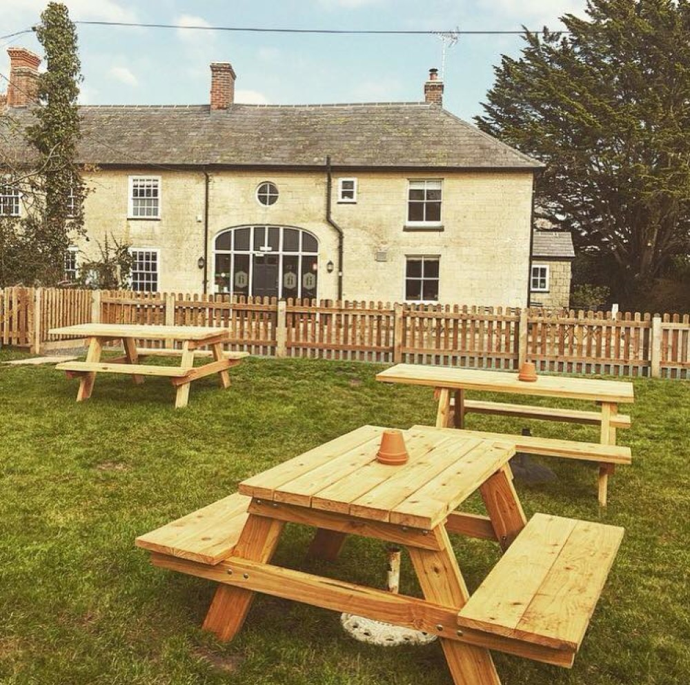 A357 doggiestop and inn, Dorset - Dorset dog-friendly pub and dog walk
