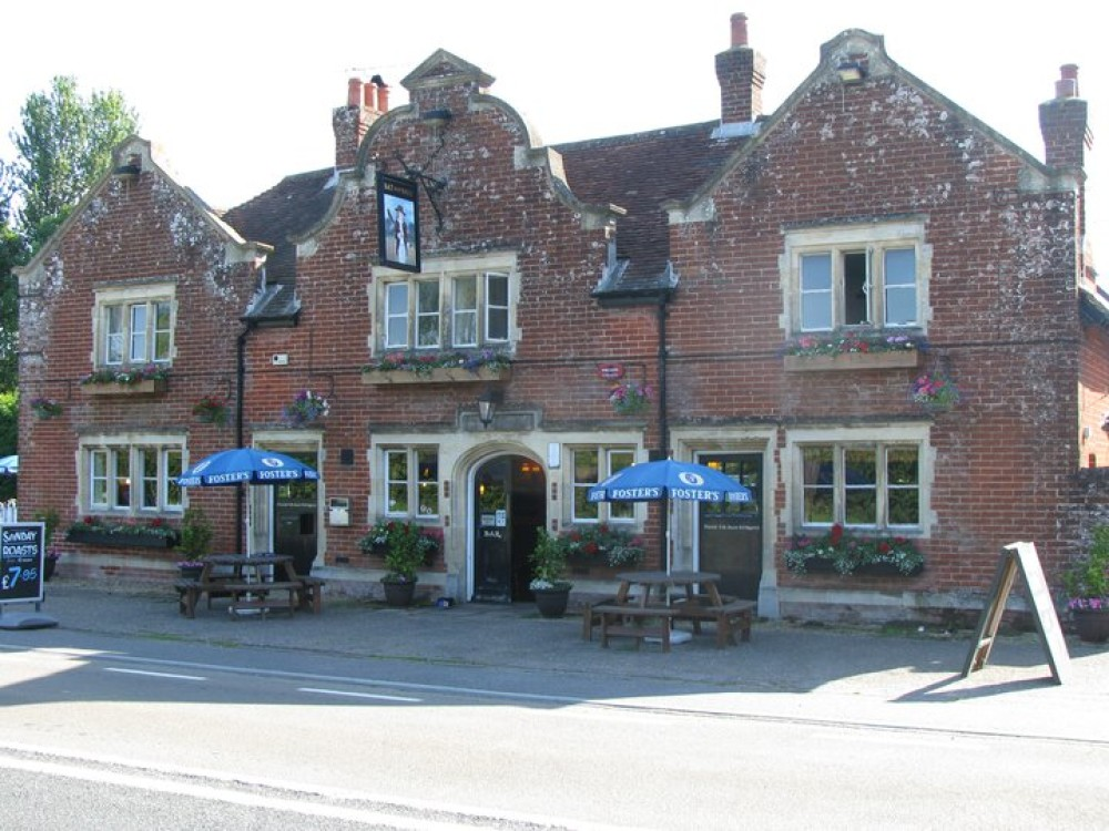 Salisbury Road doggie stop with pub and circular walk, Hampshire - Hampshire dog-friendly pub and dog walk