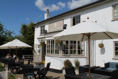 M3 Junction 4A dog walk and dog-friendly pub, Hampshire - Driving with Dogs