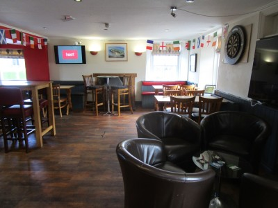 A487 dog-friendly pub near Aberaeron, Wales - Driving with Dogs