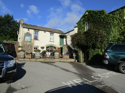 Falls dog walk and dog-friendly pub, Yorkshire - Driving with Dogs
