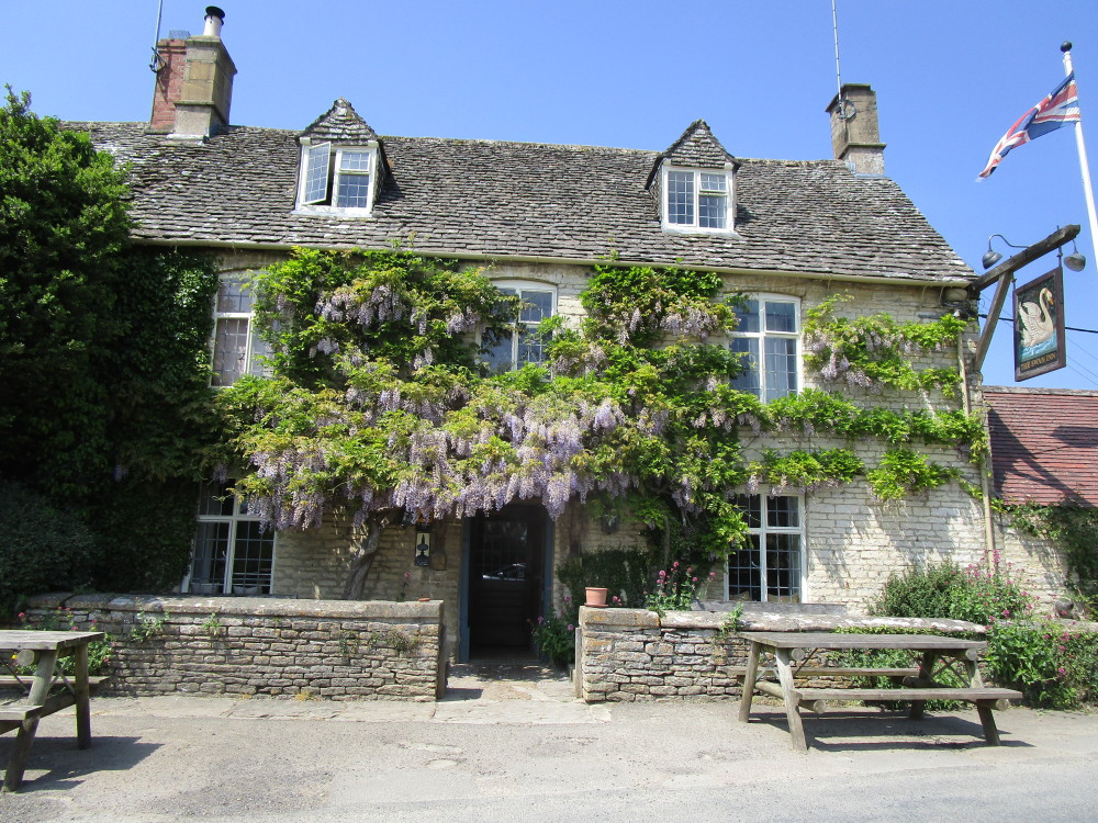 Dog-friendly inn near Burford, Oxfordshire - Dog walks in Oxfordshire