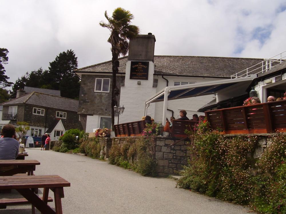 Dog walk with dog-friendly pub near Falmouth, Cornwall - Dog walks in Cornwall