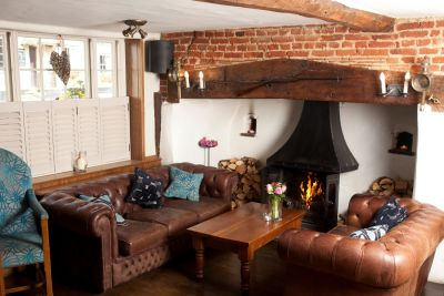 Dog-friendly country pub near the M11, Essex - Driving with Dogs