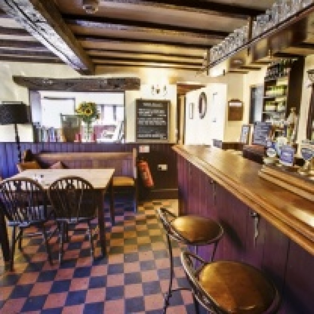 M40 Junction 5 dog walk and dog-friendly pub, Buckinghamshire - Chilterns dog walk and dog-friendly pub