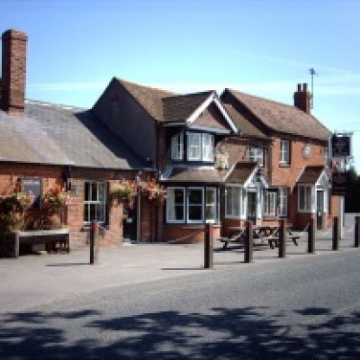 Mortimer dog walk and dog-friendly pub, Berkshire - Driving with Dogs