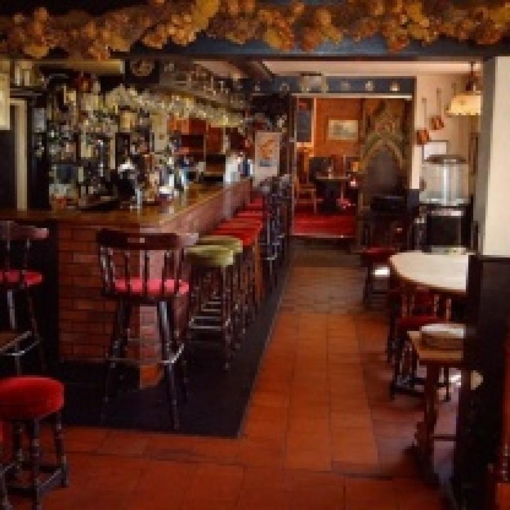 Mortimer dog walk and dog-friendly pub, Berkshire - Berkshire dog walk and dog friendly pub