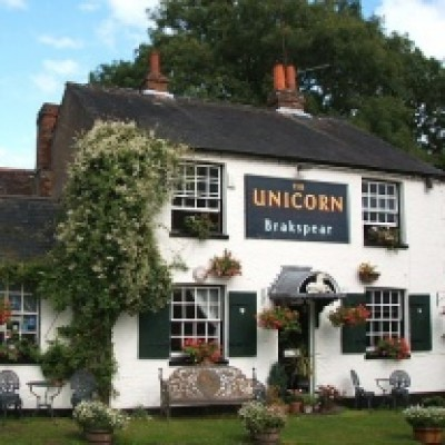 Kingwood dog-friendly pub and dog walk, Berkshire - Driving with Dogs