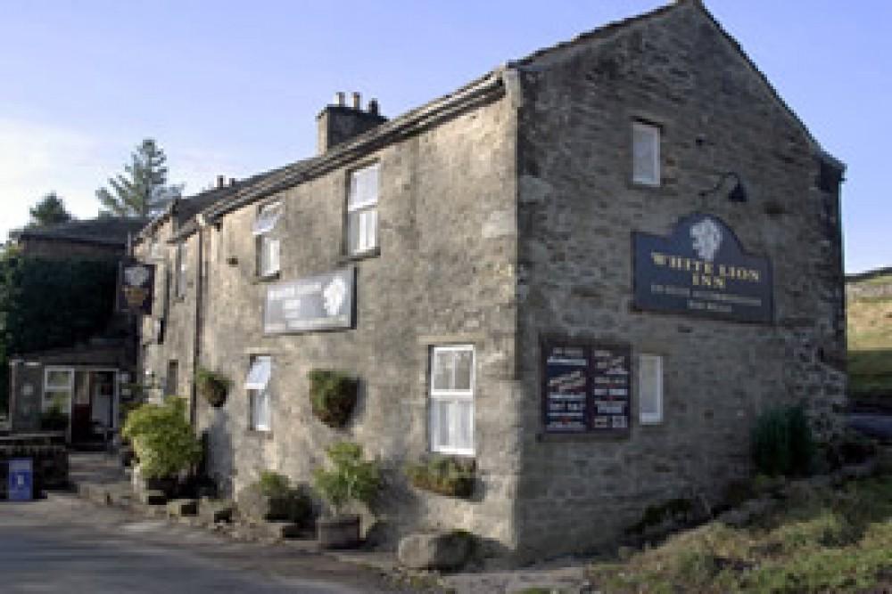 Wensleydale dog-friendly pub and dog walk, Yorkshire - Yorkshire dog-friendly pub and dog walk