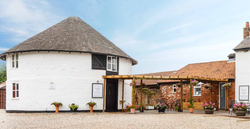 A131 Dog-friendly country pub on the Essex Way footpath, Essex - Essex dog-friendly pub and dog walk