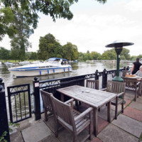 Pangbourne dog walk and dog-friendly pub, Berkshire - Berkshire dog walk and dog friendly pub