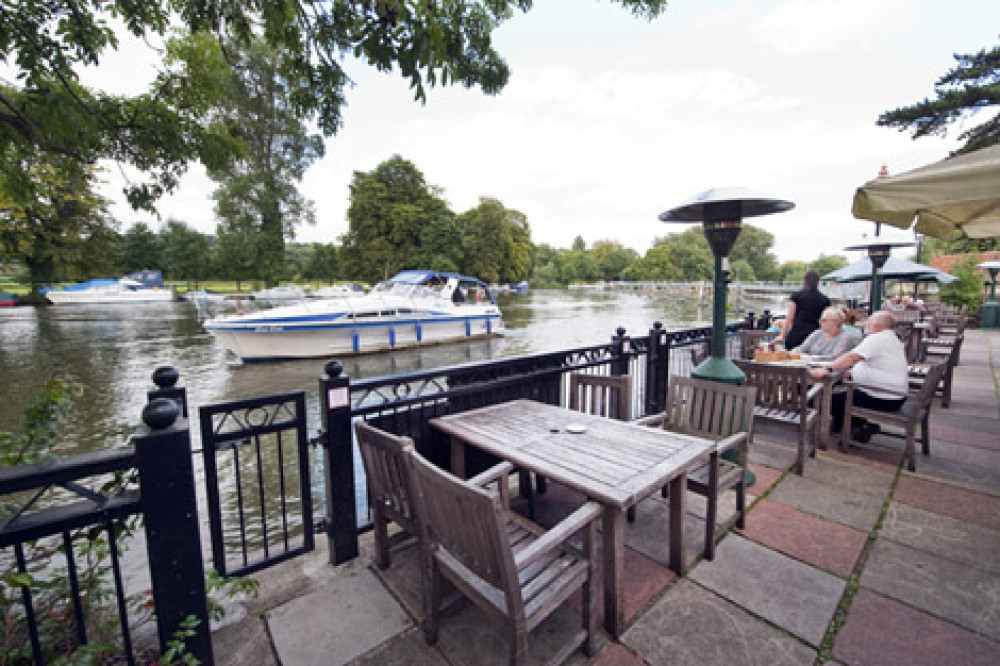 Pangbourne dog walk and dog-friendly pub, Berkshire - Dog walks in Berkshire