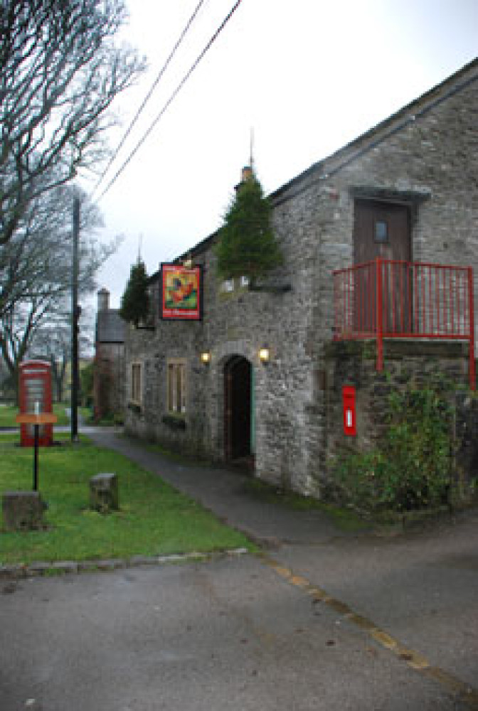 Sheldon dog-friendly pub and dog walk, Derbyshire - Dog walks in Derbyshire