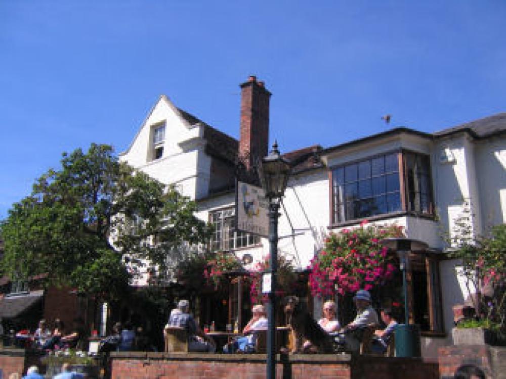 Stratford-Upon-Avon dog-friendly pub and dog walk, Warwickshire - Dog walks in Warwickshire
