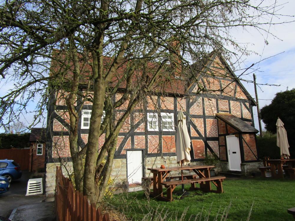 Near Bidford-on-Avon dog-friendly pub off the A46, Warwickshire - Dog walks in Warwickshire