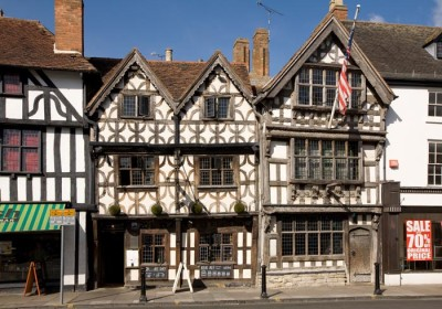 Stratford-upon-Avon dog-friendly pub and dog walk, Warwickshire - Driving with Dogs