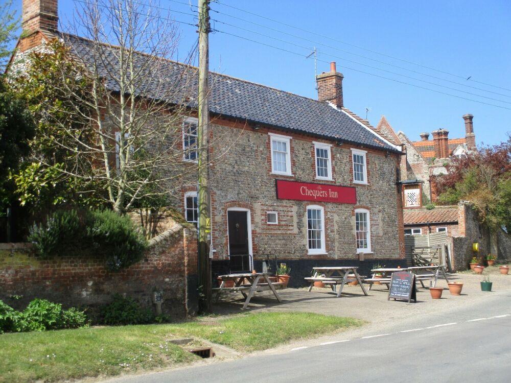 A148 Binham dog-friendly village inn, Norfolk - Dog and family-friendly village pub near Wells
