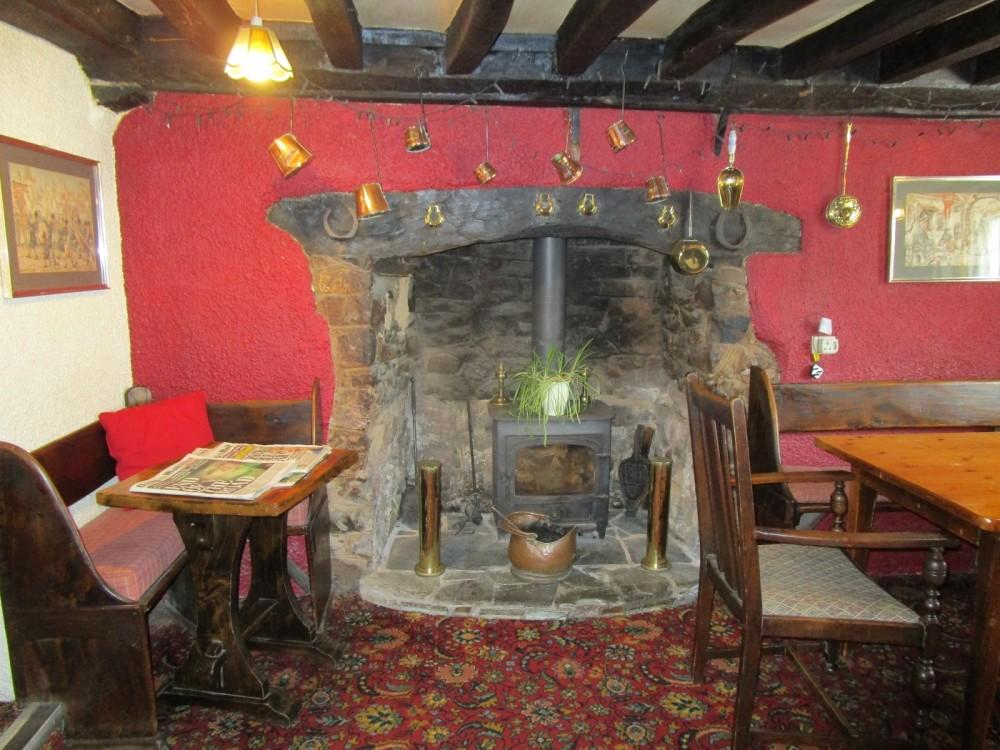 A377 Dog-friendly dining pub and dog walk near Crediton, Devon - Devon dog walk and dog-friendly pub.JPG