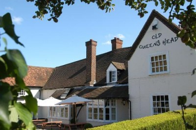 Old Queens Head dog-friendly pub in Penn, Buckinghamshire - Driving with Dogs