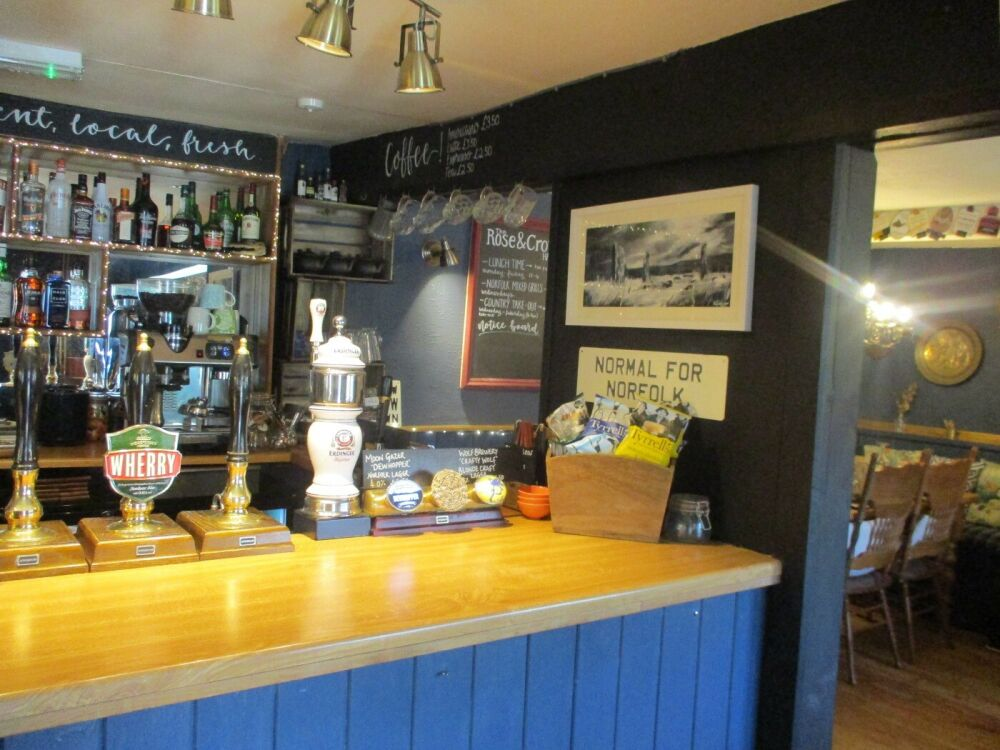 A148 dog-friendly village pub near Kings Lynn, Norfolk - Norfolk dog-friendly pub with garden
