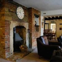 A361 dog-friendly pub and waterway walk near Melksham, Wiltshire - Somerset dog-friendly pub and dog walk