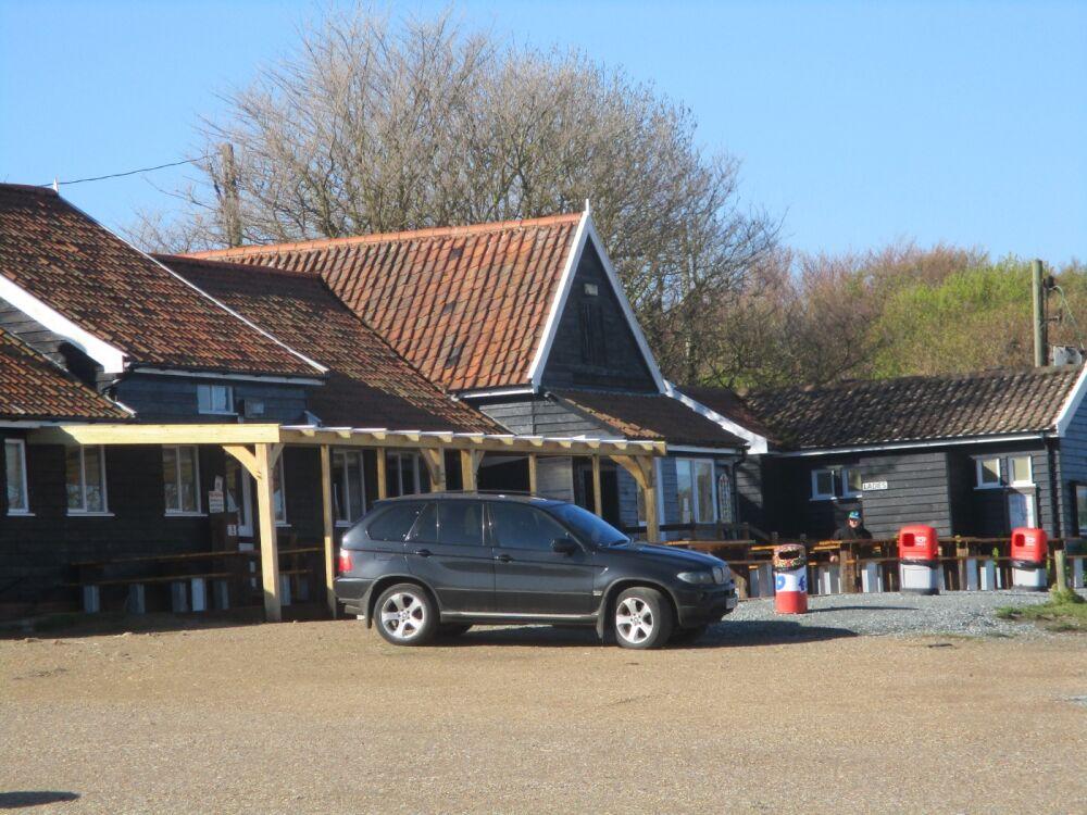 A12 dog-friendly cafe, pub and long beach walks, Suffolk - Dog friendly Suffolk beach with cafe and pub