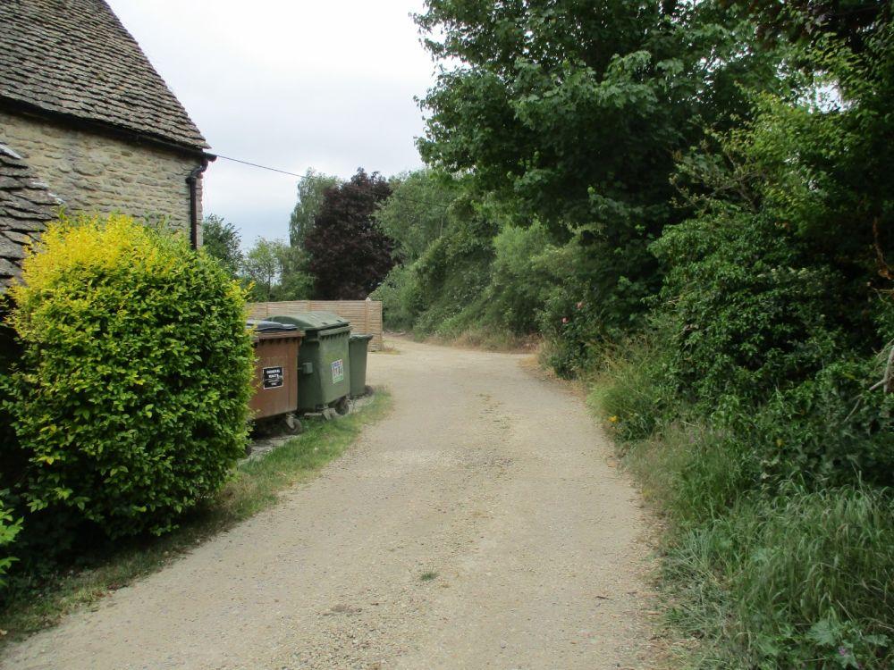 Hidden dog-friendly pub with B&B and dog walk by the Thames, Oxfordshire - Oxfordshire dog walks from dog-friendly pubs..JPG