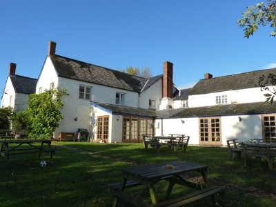A358 dog-friendly pub and B&B, Somerset - Driving with Dogs