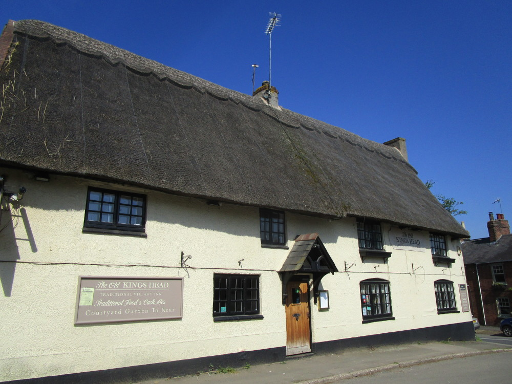 Long Buckby dog-friendly pub and dog walk, Northamptonshire - Dog walks in Northamptonshire