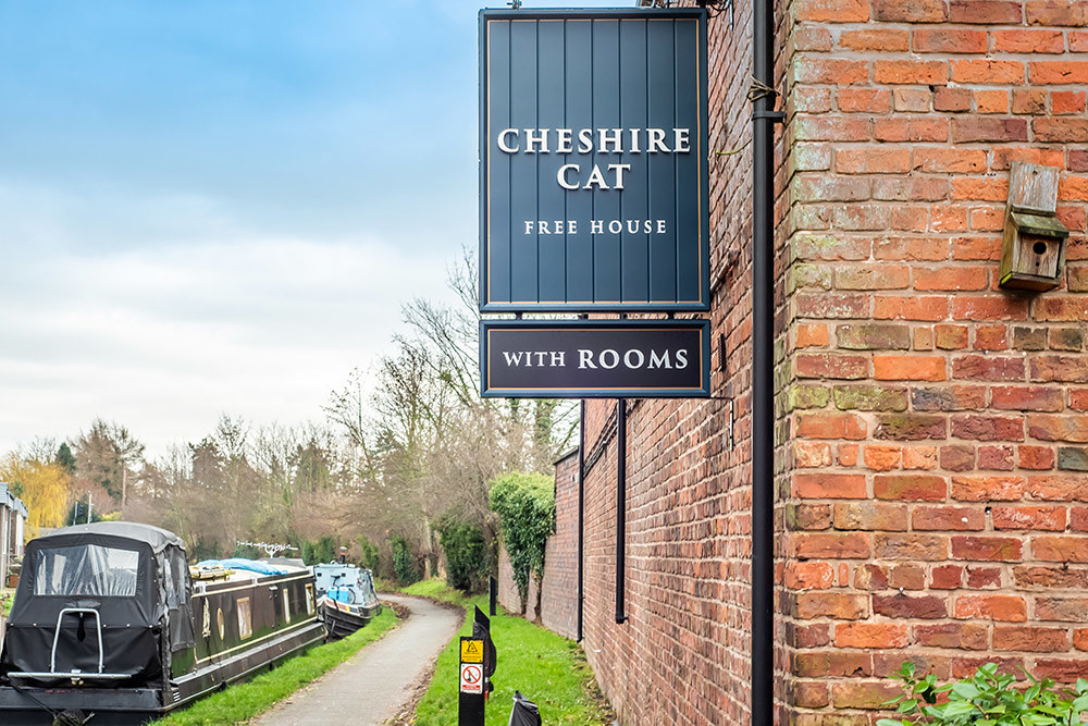 Chester area dog-friendly pub and dog-walk, Cheshire West - Cheshire dog-friendly pub and dog walks
