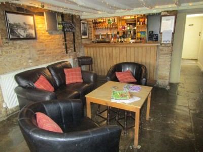 Dog walk and dog-friendly pub near Moreton in Marsh, Warwickshire - Driving with Dogs
