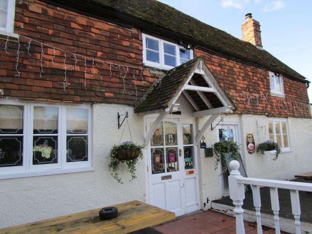 M26 Low Weald dog walk and dog-friendly pub, Kent - Kent dog-friendly pubs with a dog walk.JPG