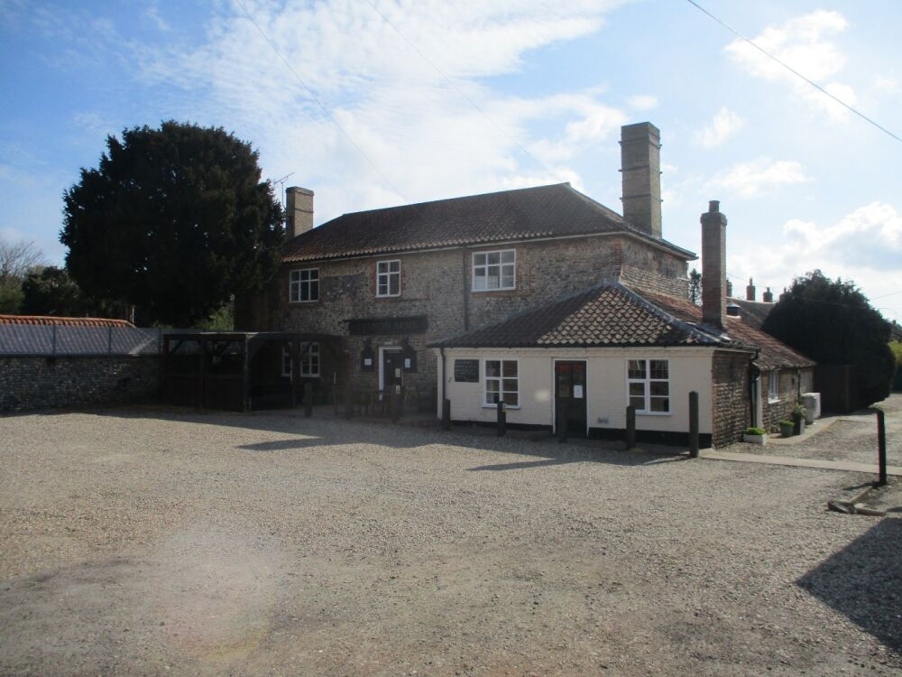 Country pub with a short dog walk from the door, Norfolk - Dog-friendly pub and dog walk near Cromer