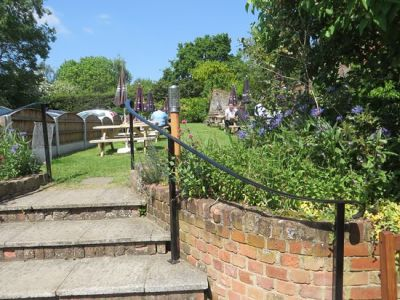 M1 Junction 23A - dog-friendly village pub and dog walk, Leicestershire - Driving with Dogs