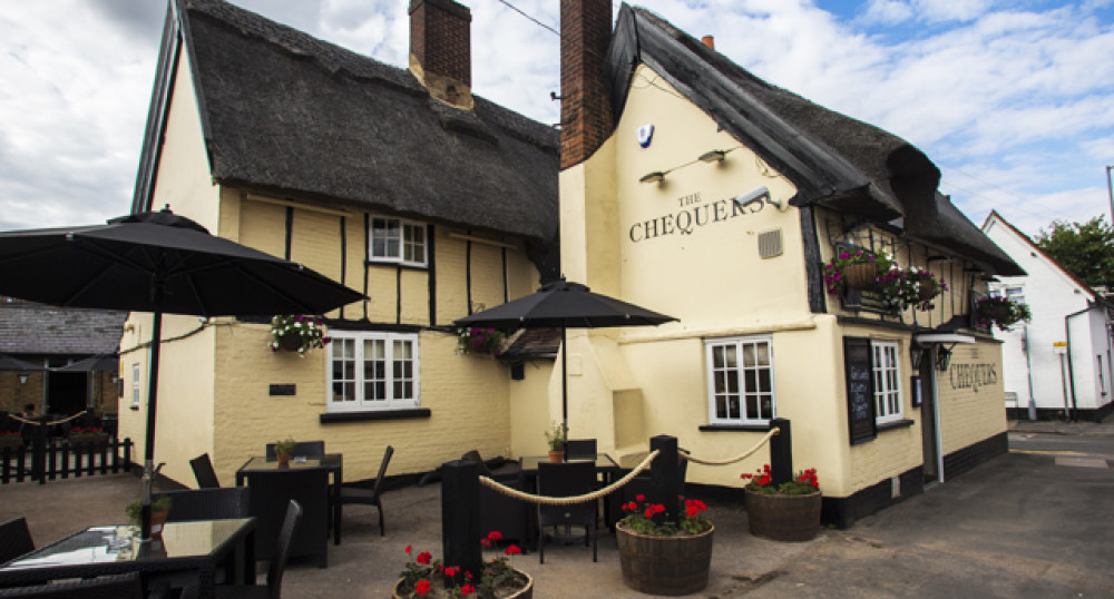 Country pub and dog walk off the M1 Jct 12, Bedfordshire - dog-friendly-chequers1.jpg