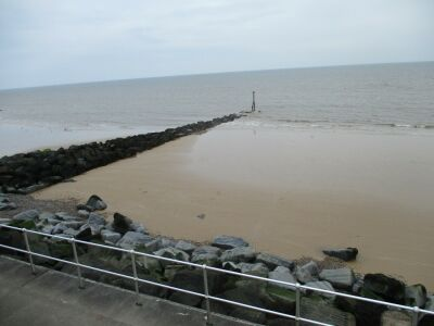 Seaside dog-friendly B&B, walk and shops by the beach near Cromer, Norfolk - Driving with Dogs