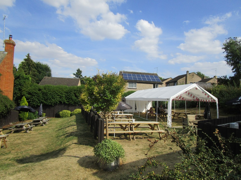 A43 dog-friendly pub and dog walk near Silverstone, Northamptonshire - Dog walk and dog-friendly pub Northamptonshire