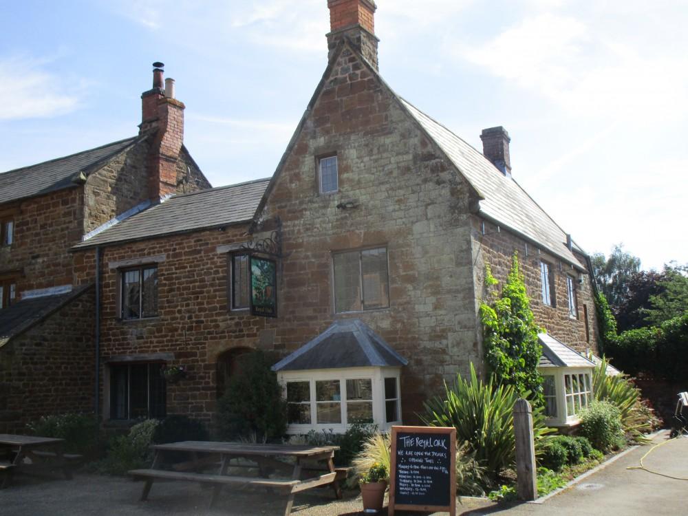 A361 dog-friendly pub and dog walk near Byfield, Northamptonshire - Northamptonshire dog walk and dog-friendly pub