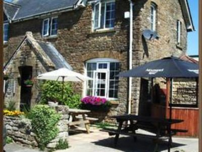 A30 dog-friendly rural pub and dog walk, Somerset - Driving with Dogs