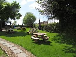 A41 dog-friendly pub with dog walk near Tring, Hertfordshire - Driving with Dogs